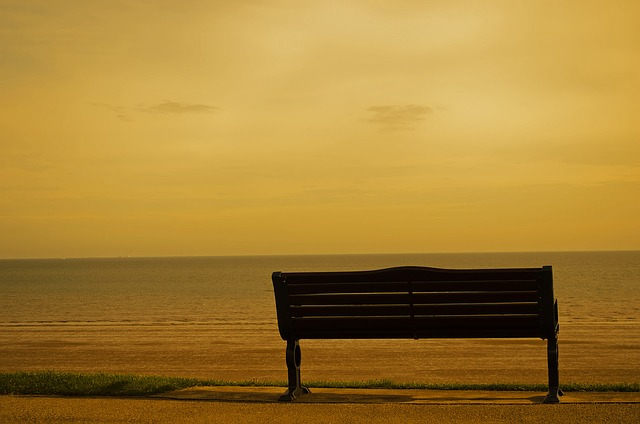 bench-72868_640
