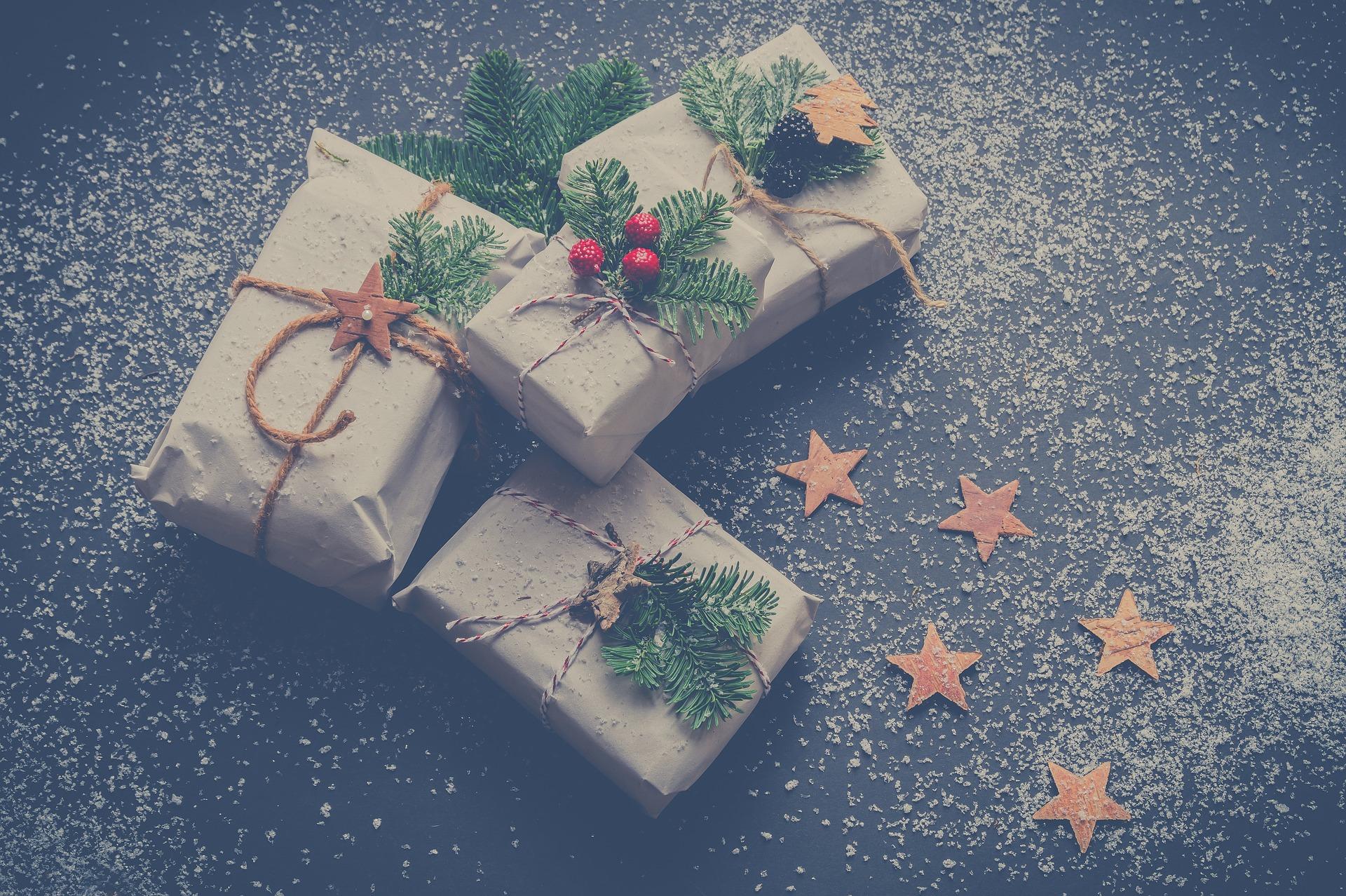 jak oszczędzać na świątecznych prezentach