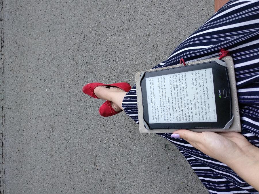najlepsza wersja siebie kobieta z czytnikiem