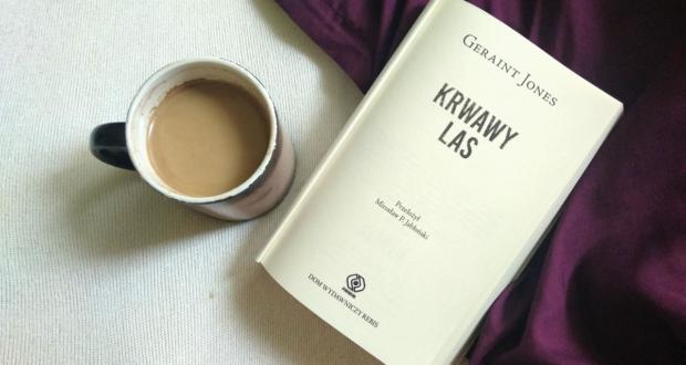 Krwawy las książka i kawa