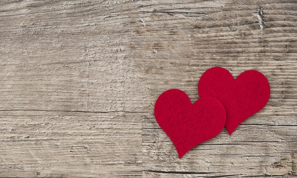 prezenty na walentynki, dwa czerwone serca